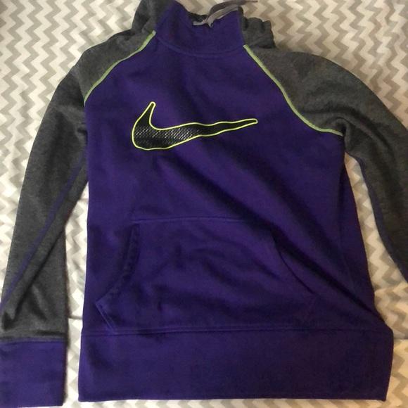 Women s Girls Nike Hoodie Therma-fit. M 5bca835812cd4a3106cf1aa8 88c60640c